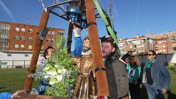 Dueñas, Palencia, celebra San Isidro con una procesión en globo aerostático