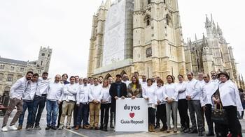 Los cocineros de los 39 restaurantes de la Comunidad reconocidos con Soles de Repsol estrenan chaquetilla