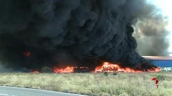Un incendio calcina la planta de reciclaje industrial 'León Verde' de Onzonilla