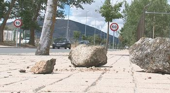 Seis j�venes detenidos y dos menores imputados por colocar piedras en la carretera en el Espinar