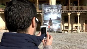 Pedraza distribuye entre sus calles códigos para descargar libros electrónicos