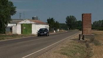 Muere un joven de 35 años al salirse de la vía y colisionar contra una columna en Villamuriel