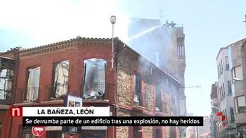 Desalojan viviendas próximas al edificio de La Bañeza cuya explosión se puede deber al gas o al butano