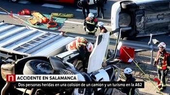 Dos heridos tras la colisión entre un turismo y un camión en la A-62 en Salamanca