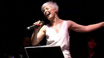Soraya Arnelas comienza su gira nacional en el Teatro Zorrilla