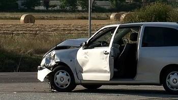 Muere una mujer y otra resulta herida en la colisi�n entre dos turismos en Grijota