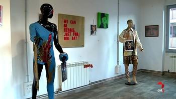 Trece trajes para recordar al revolucionario David Bowie