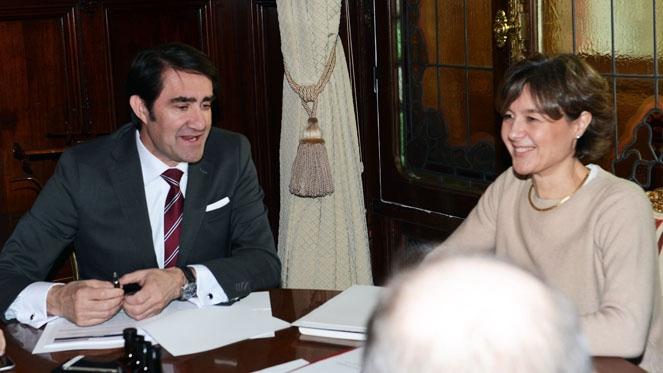Reunión del consejero de Fomento y Medio Ambiente, Suarez Quiñones y la ministra de Agricultura, Ganadería y Medio Ambiente, Isabel Agrcía Tejerina - rtvcyl.es