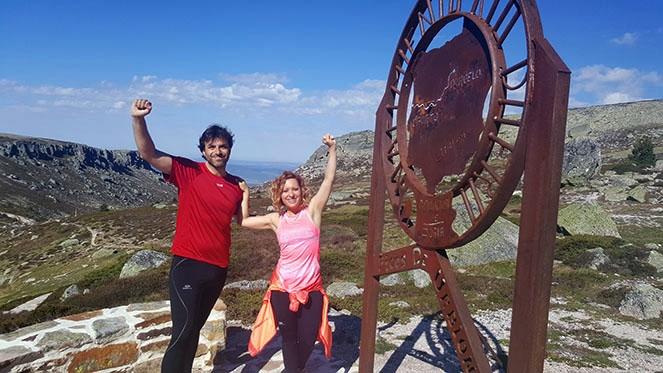 María y Dani culminan su ruta en las Fuentes del Duero, el origen de este gran río.  - rtvcyl.es